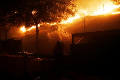Hundreds evacuate as wildfire rages in Sonoma County