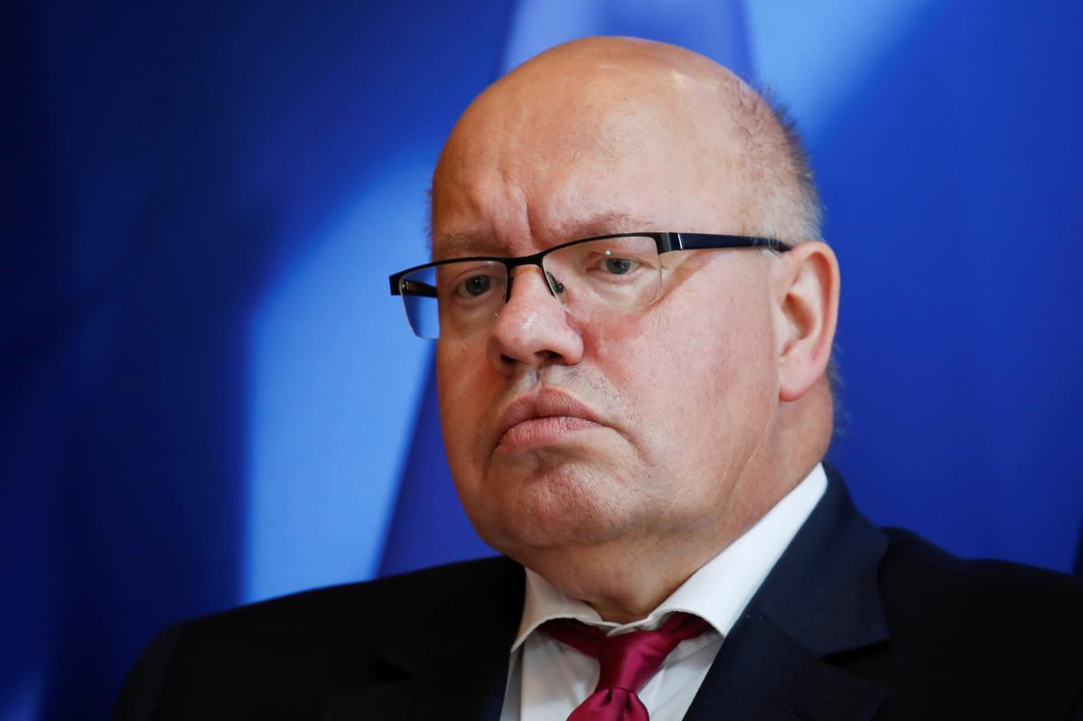 Medics treating German minister Altmaier after he falls from stage