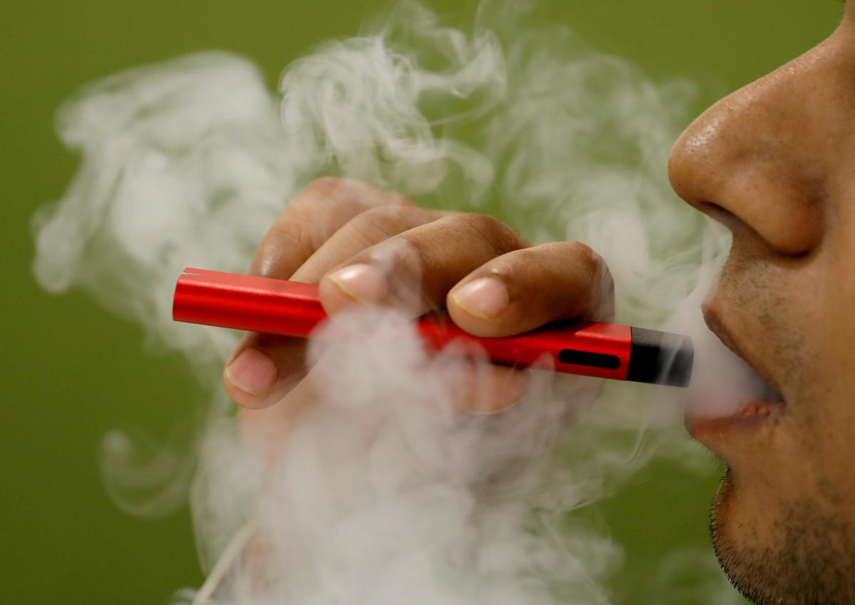 China calls for businesses to shut down e-cigarette online shops