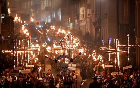 Britain marks Guy Fawkes' gunpowder plot with Bonfire Night