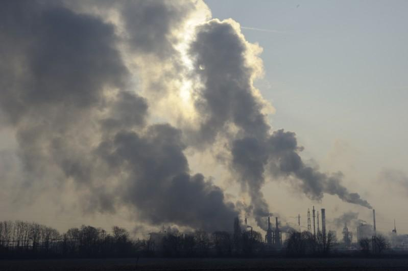 In boost to climate policy, EU makes first move to end fossil fuel...