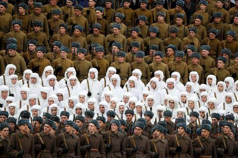 Russian Army recreates historic 1941 parade