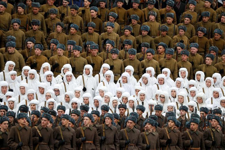 Russian Army recreates historic 1941 parade | Reuters com