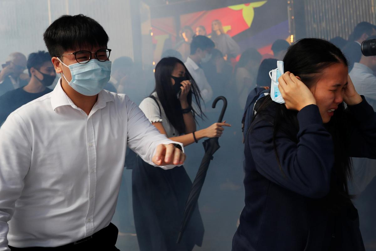 U.S. condemns latest Hong Kong violence, urges both sides to de-escalate