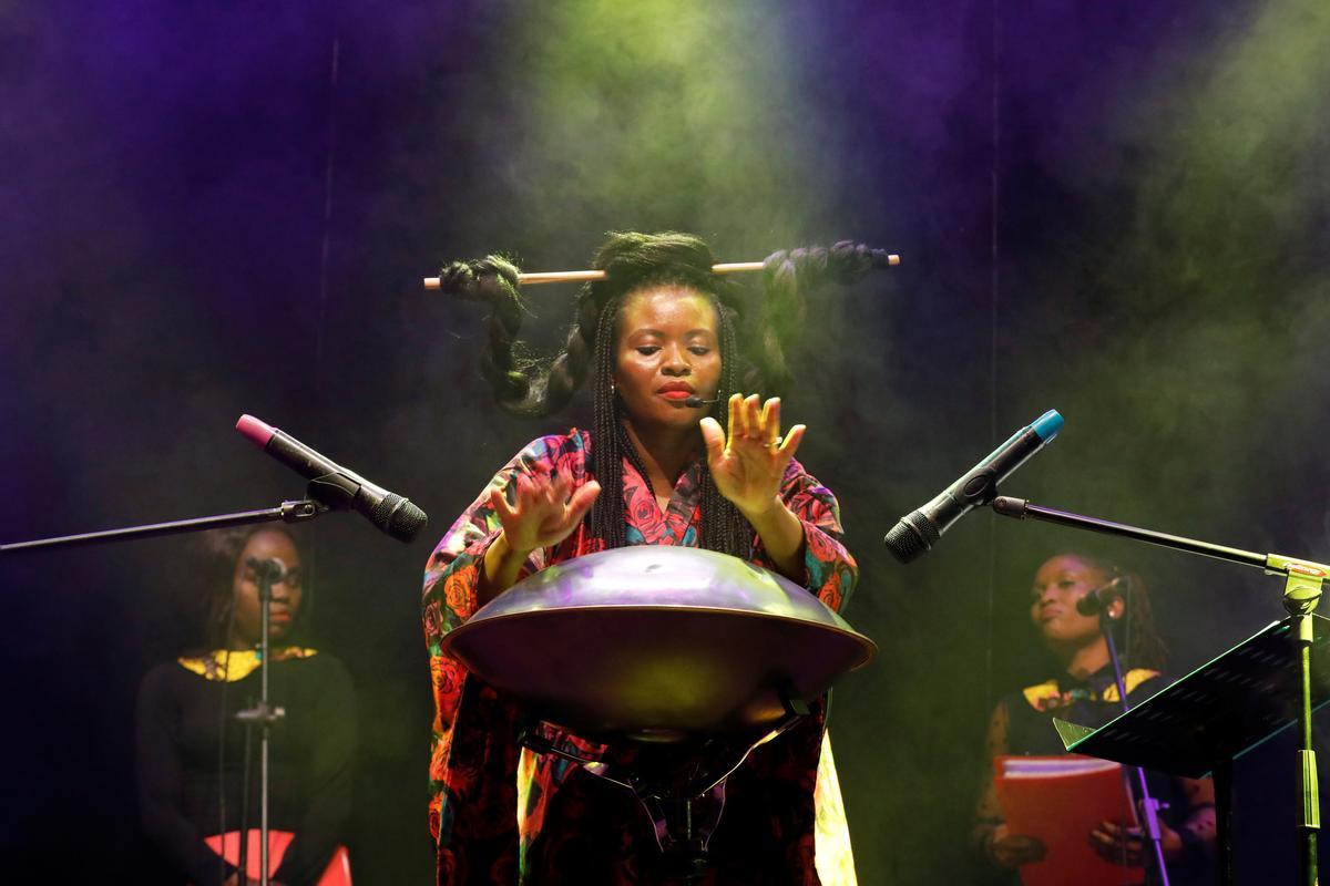 Pidgin perfect: Slang spreads message for Nigeria's 'opera queen'