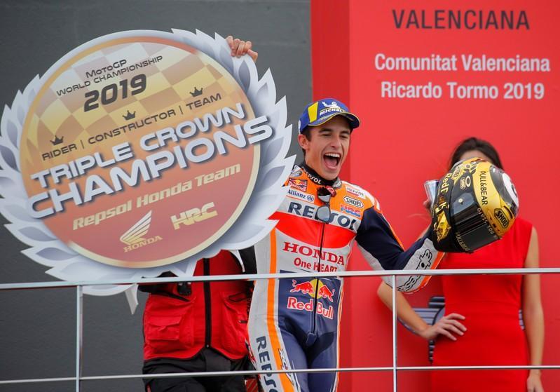 Márquez triunfa en Valencia para dar a Honda la triple corona - Reuters Latino América