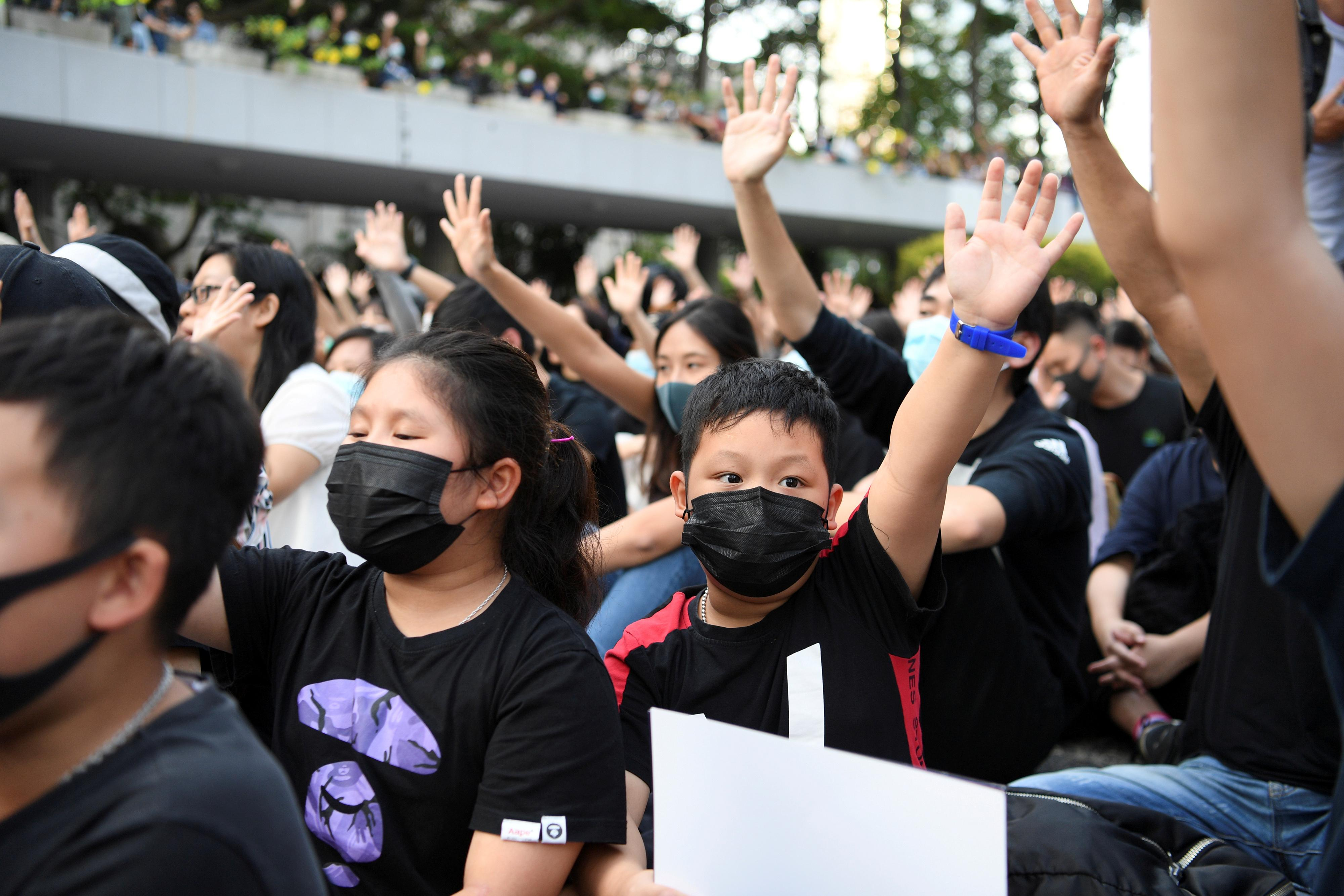 Hong Kong court rules ban on face masks unconstitutional