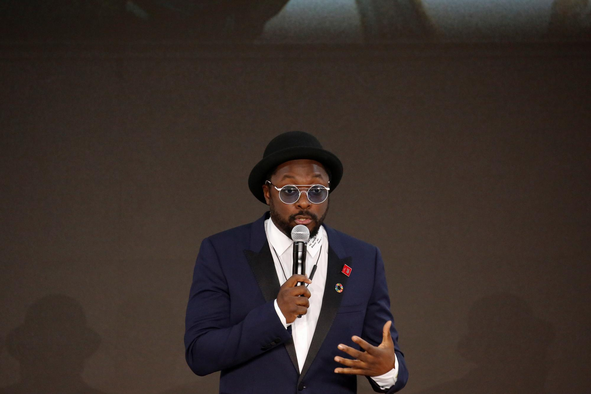 Qantas urges rapper will.i.am to withdraw racism accusation against...