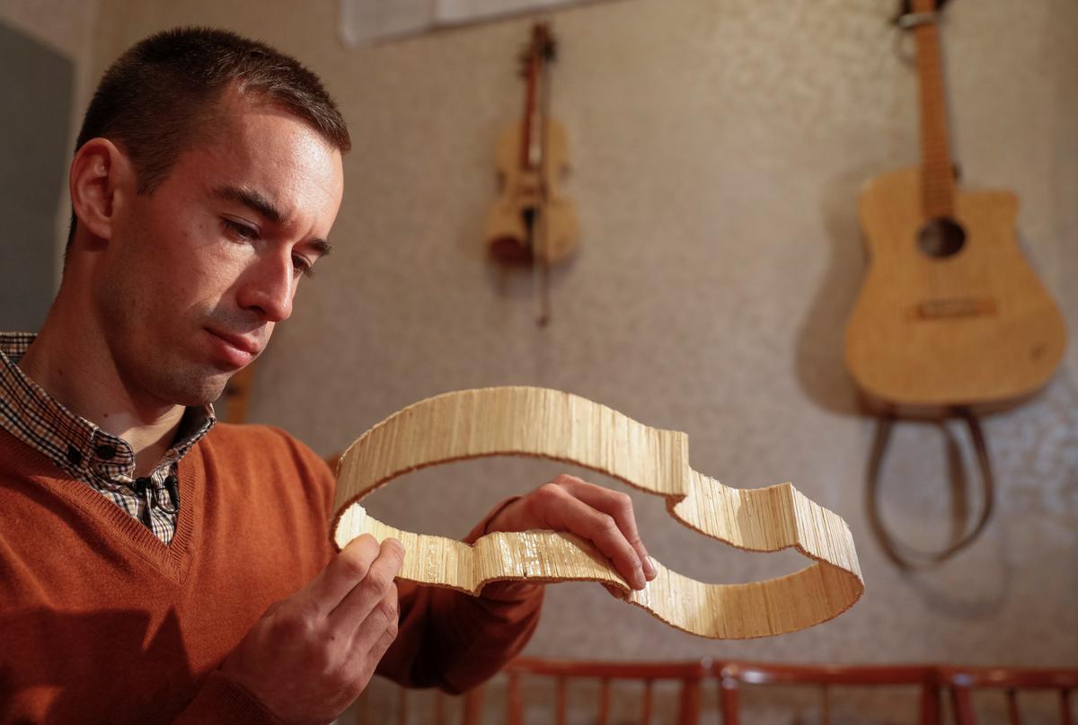 Nghệ sĩ người Ukraine đánh hợp âm bằng que diêm