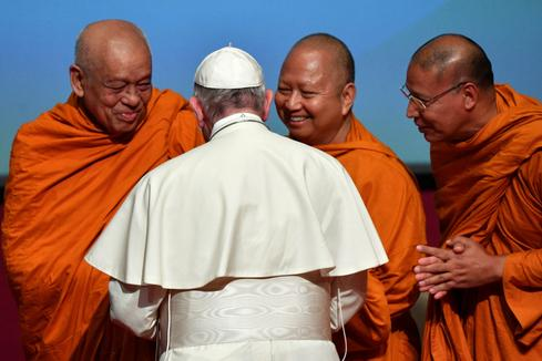 Pope Francis leads Holy Mass in Thailand