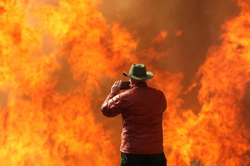 Fast-moving fire threatens Santa Barbara County