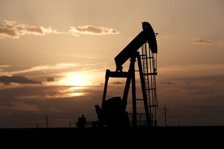 UPDATE 3-Brent oil prices weaken ahead of OPEC+ meeting