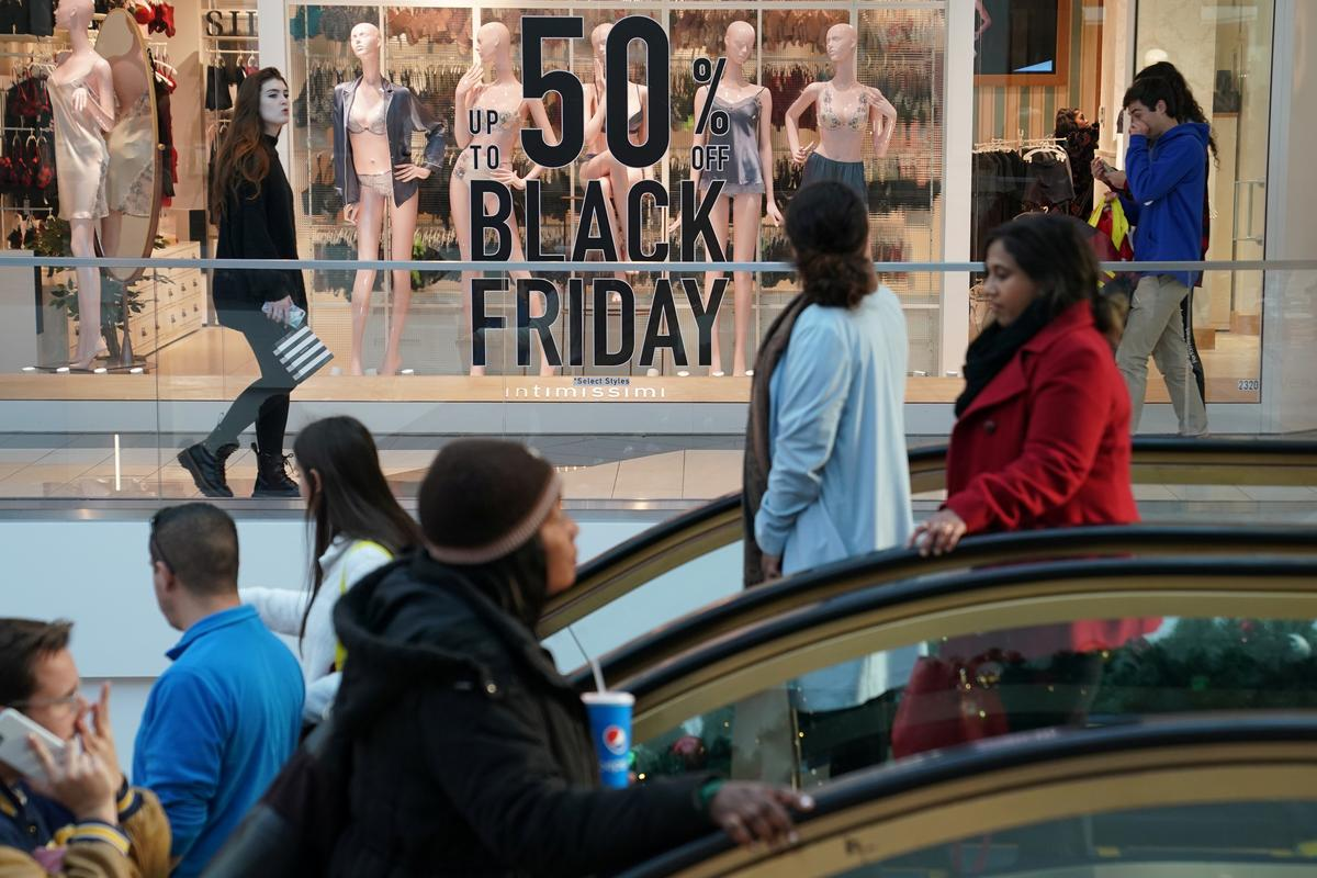 ?m=02&d=20191130&t=2&i=1458671847&w=1200&r=LYNXMPEFAT0QI - Black Friday shoppers stay away from stores, make $7 billion-plus splurge online