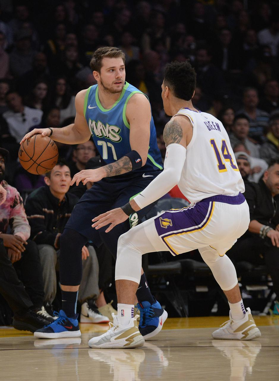Doncic Leads As Mavericks Ends Lakers Winning Streak Reuters