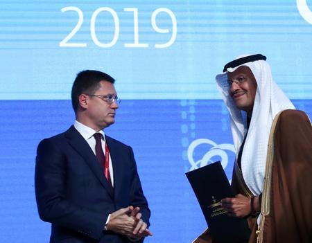 OPEC, Russia debate deeper oil cuts as new glut looms