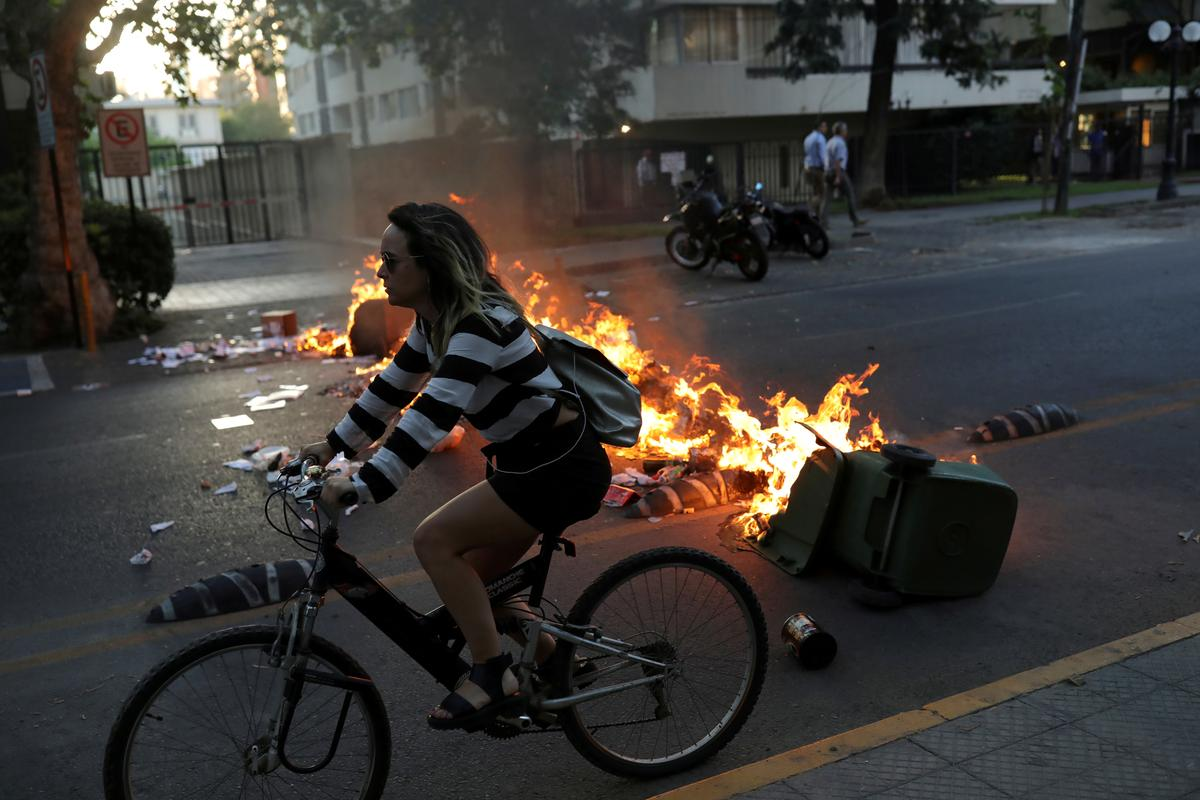 Chileans get on their bikes as protests hobble public transport