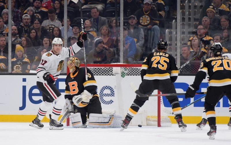 Résumé de la LNH: les Blackhawks mettent fin à la séquence de victoires des Bruins malgré un rassemblement de 3 buts