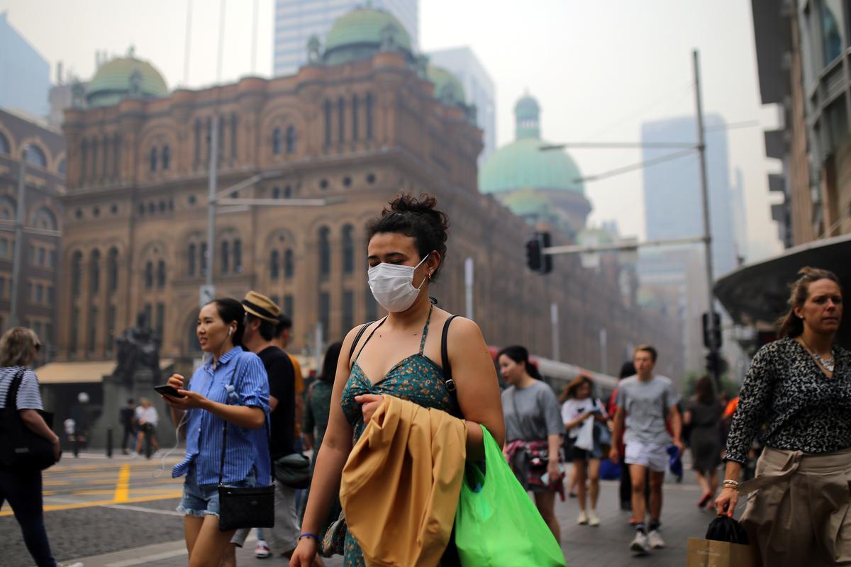 Hazardous Sydney smoke turns up heat in Australia's climate politics