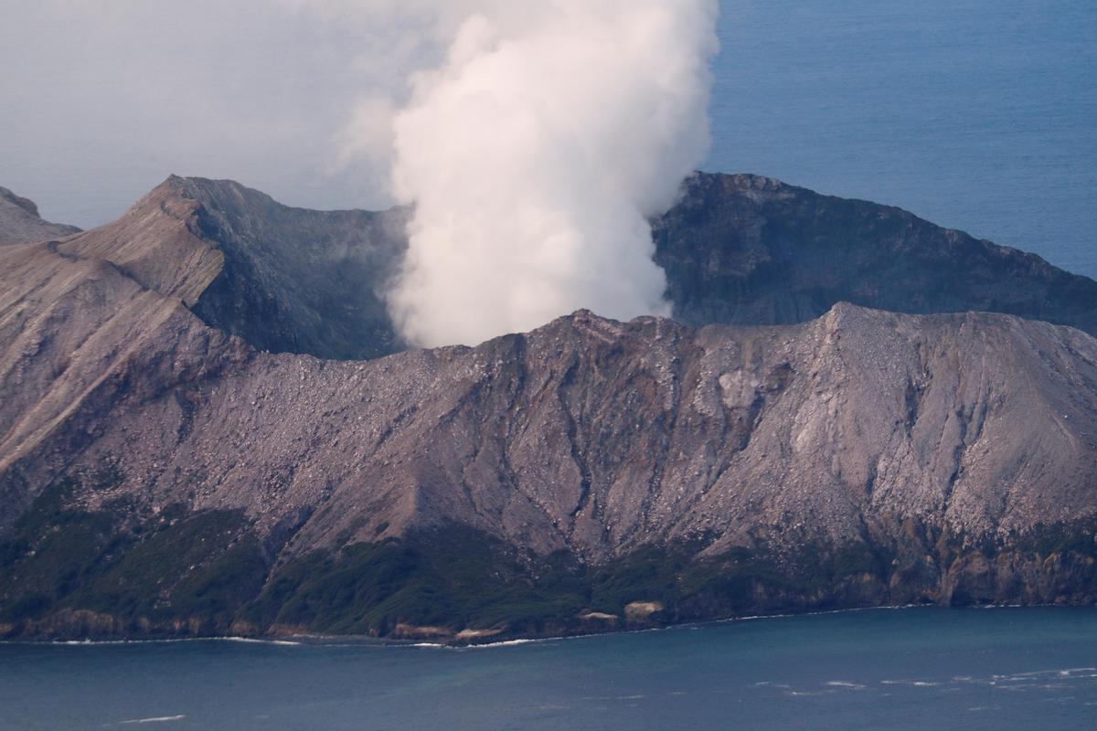 New Zealand volcano toll seen at 16; police plan to recover bodies on Friday