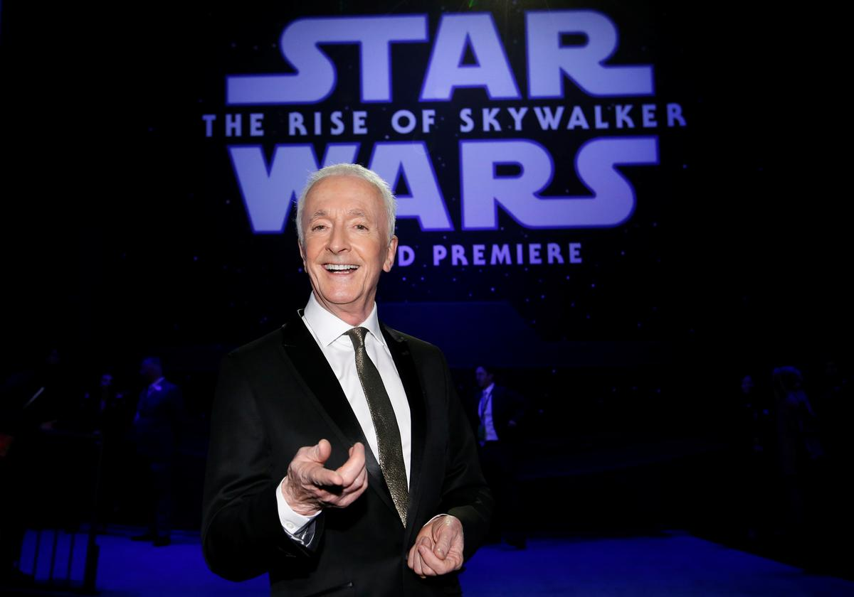 A Minute With The Star Wars Actors Behind C 3po And Chewbacca Reuters
