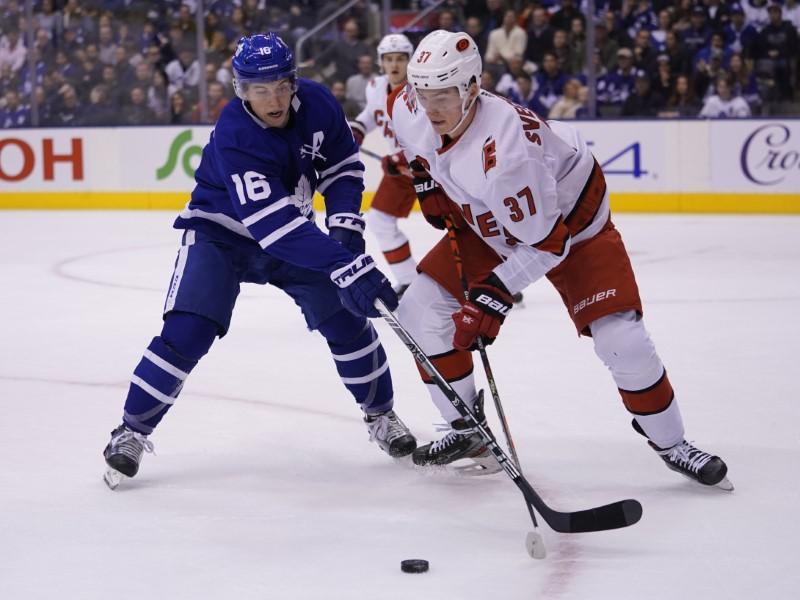 LNH: Les Maple Leafs marquent quatre buts en retard, les meilleurs Hurricanes 8-6