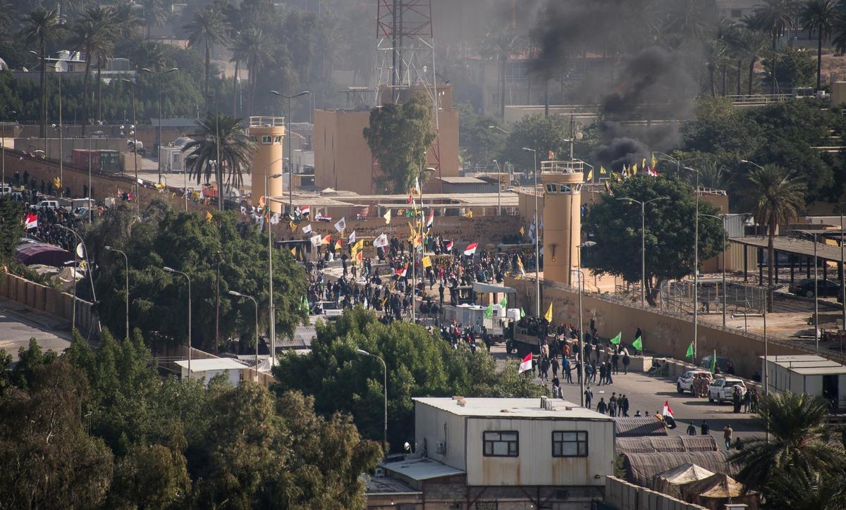 Rock-throwing Iraqi militias quit U.S. embassy after protests