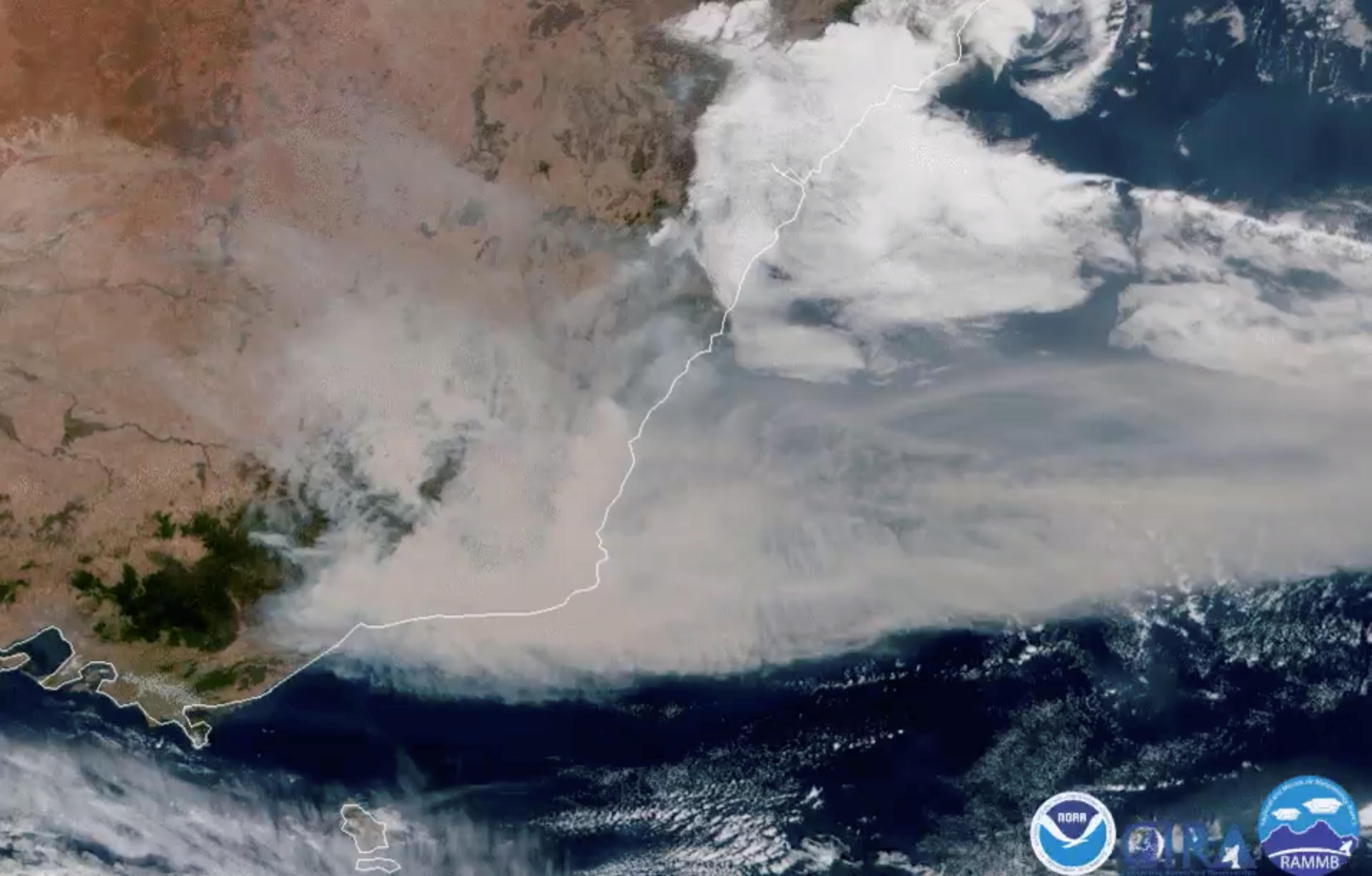 Thousands flee fires in Australia, navy helps evacuate the stranded
