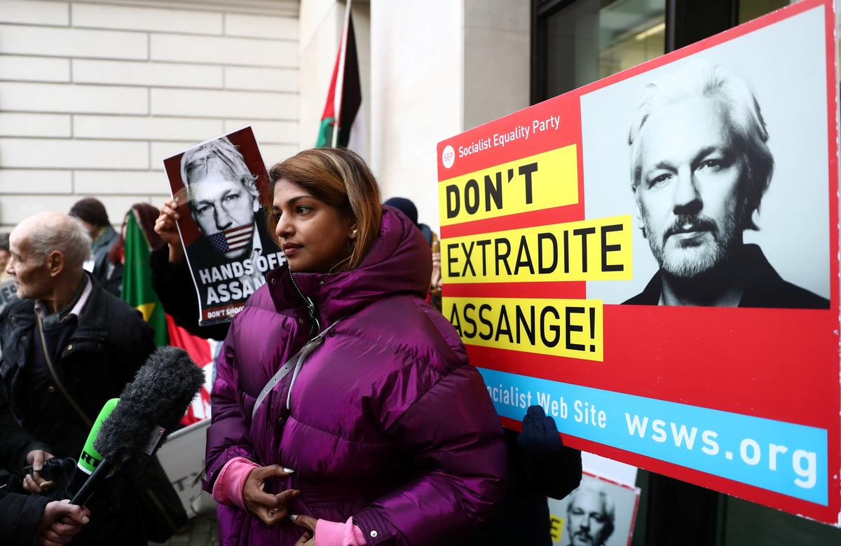 WikiLeaks founder Assange needs time to speak to lawyer, court told