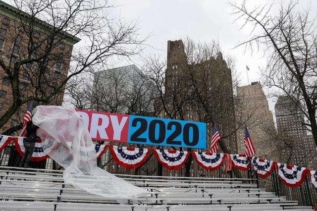 FILE PHOTO: A worker removes plastic covering from signage on the bleachers ahead of U.S. Senator Cory Booker's Hometown Kickoff event, part of the senator's ''Justice for All'' tour, the first such national tour of his presidential campaign in Newark, New Jersey, U.S., April 13, 2019. REUTERS/Andrew Kelly/File Photo