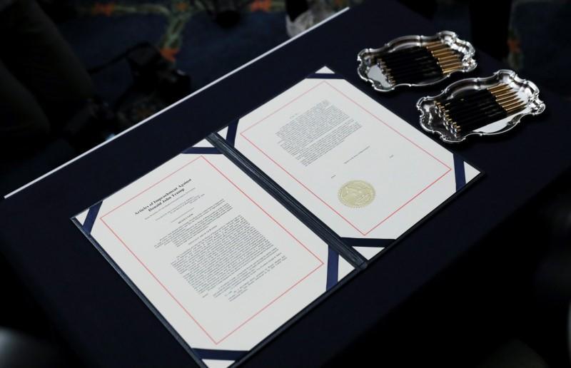 La Chambre des États-Unis vote pour renvoyer les accusations de destitution de Trump au Sénat pour jugement