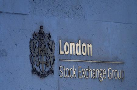Hot data keeps stocks up after trade deal