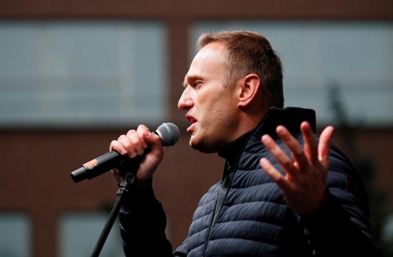 Kremlin critic calls for protest against Putin's constitutional reforms