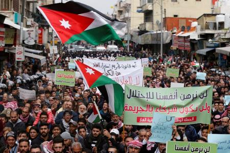 UPDATE 1-Jordan parliament passes draft law to ban gas imports from Israel
