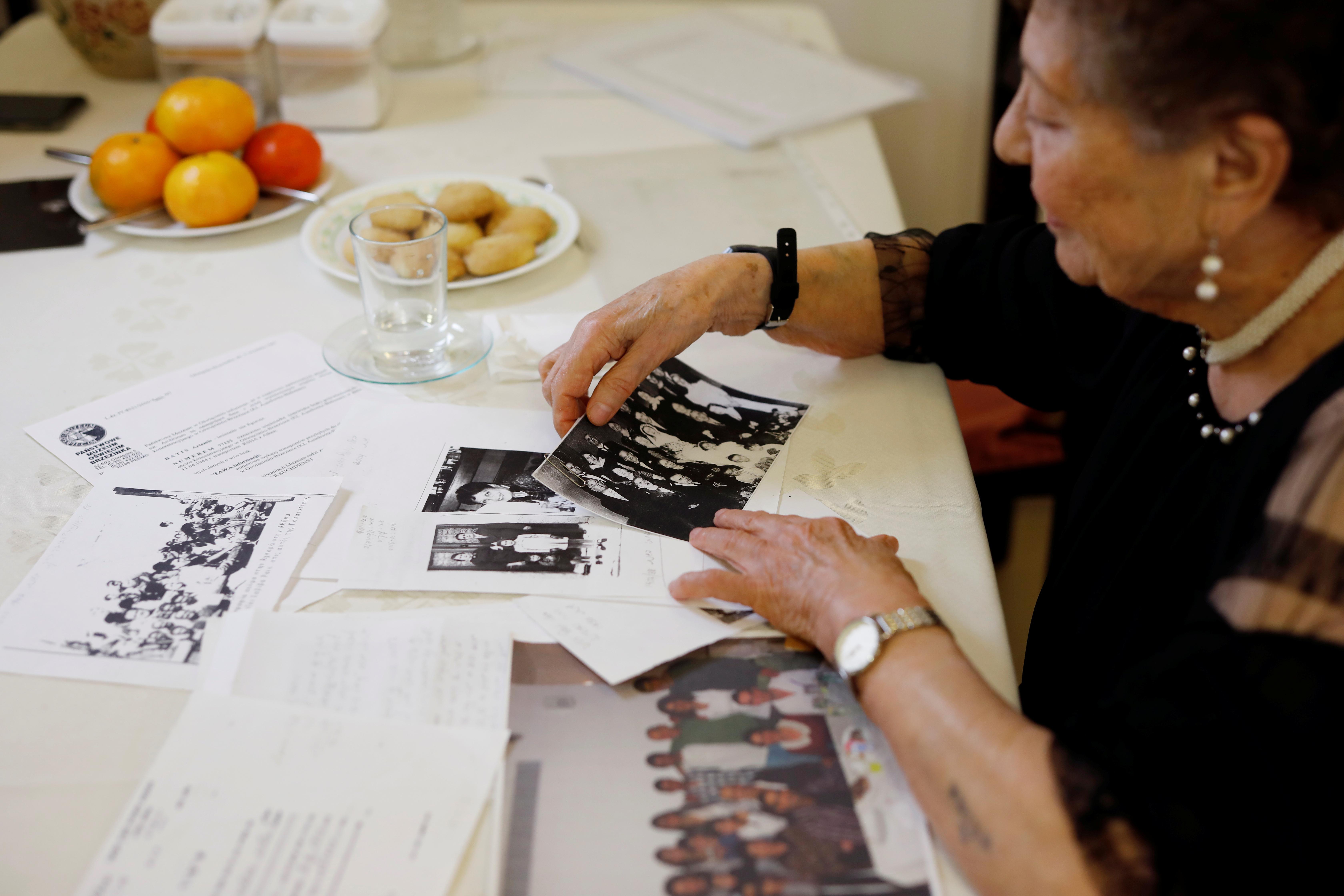 """"""" Je suis resté en vie pour le dire '' – Les survivants en déclin d'Auschwitz racontent les horreurs du camp d'extermination nazi"""