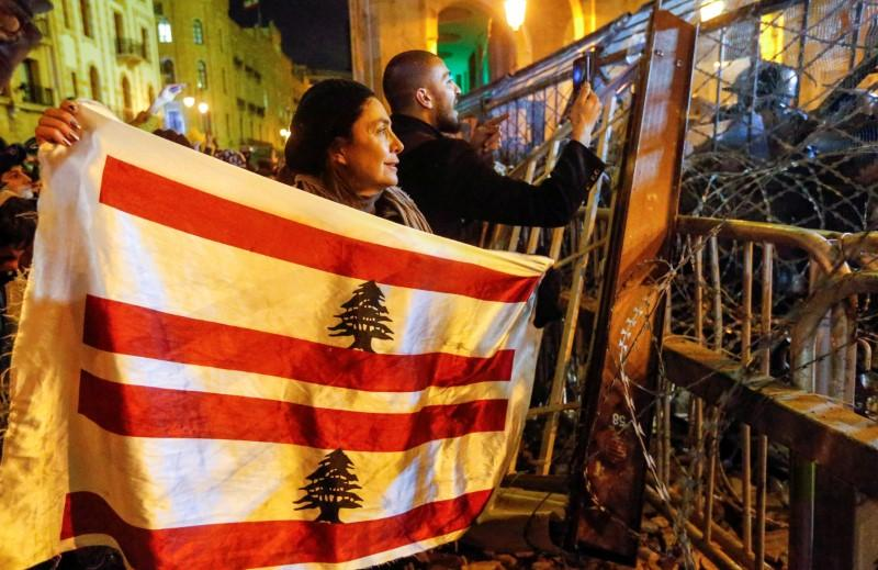 Political row flares as Lebanon struggles to form government