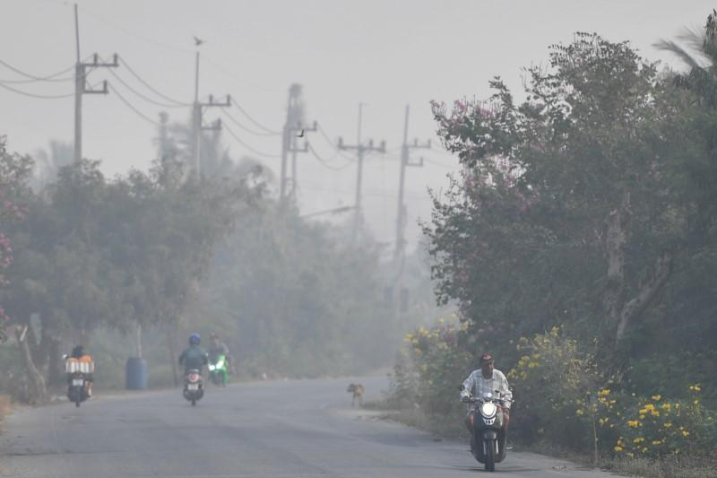 Nearly 450 schools shut as pollution chokes Thai capital