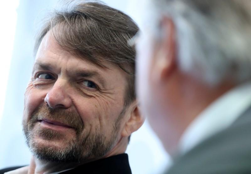 Fiat Chrysler CEO: Peugeot merger talks progressing well