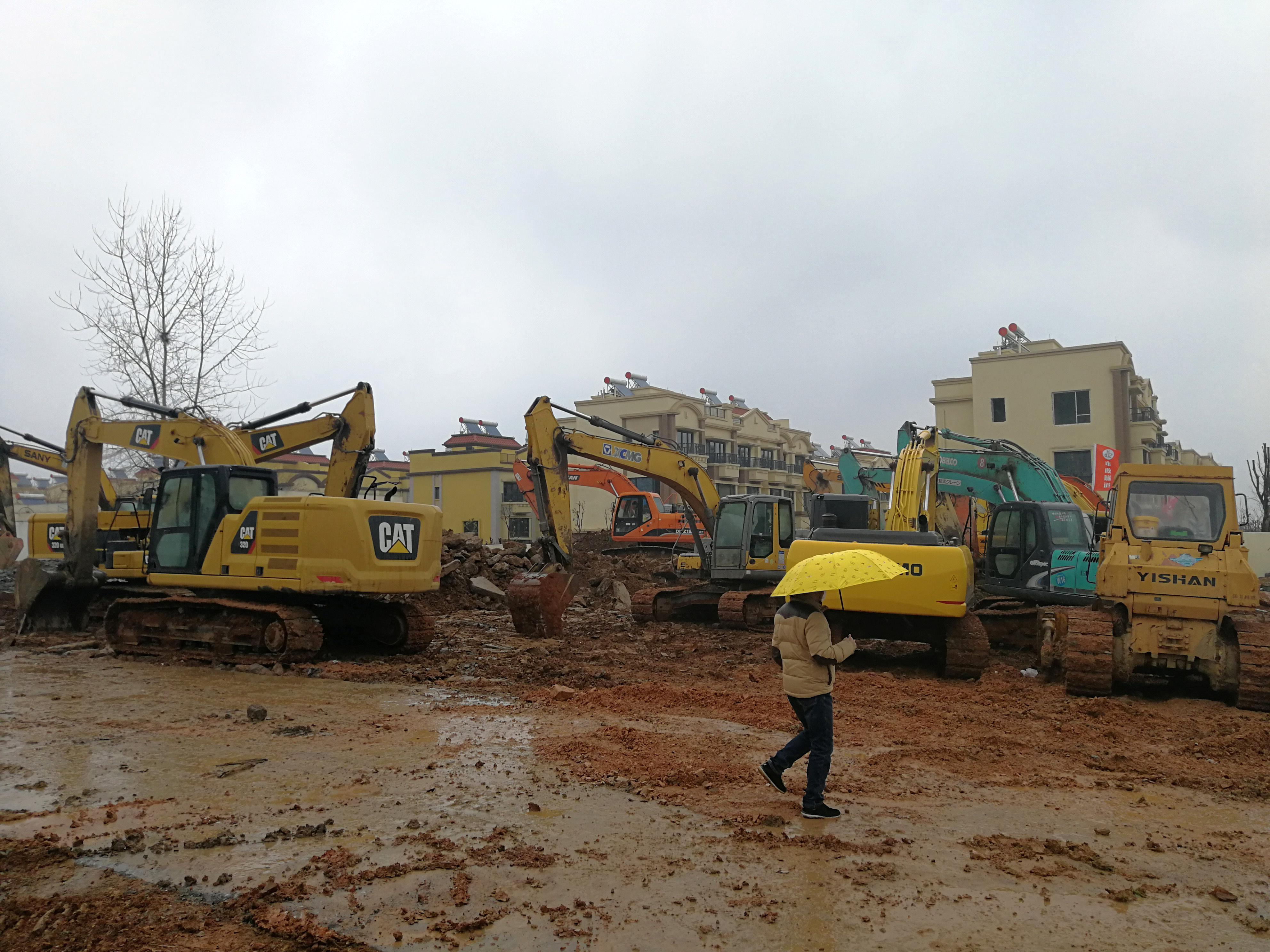 China building 1,000-bed hospital over the weekend to treat...