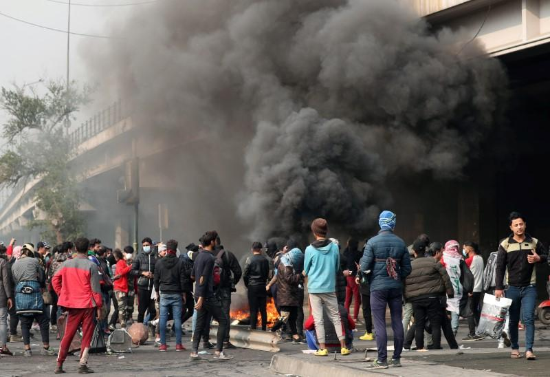 Two Iraqi protesters killed, 25 wounded in clashes with police: sources