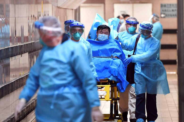 Medical staff transfer a patient of a highly suspected case of a new coronavirus at the Queen Elizabeth Hospital in Hong Kong, China January 22, 2020.  cnsphoto via REUTERS