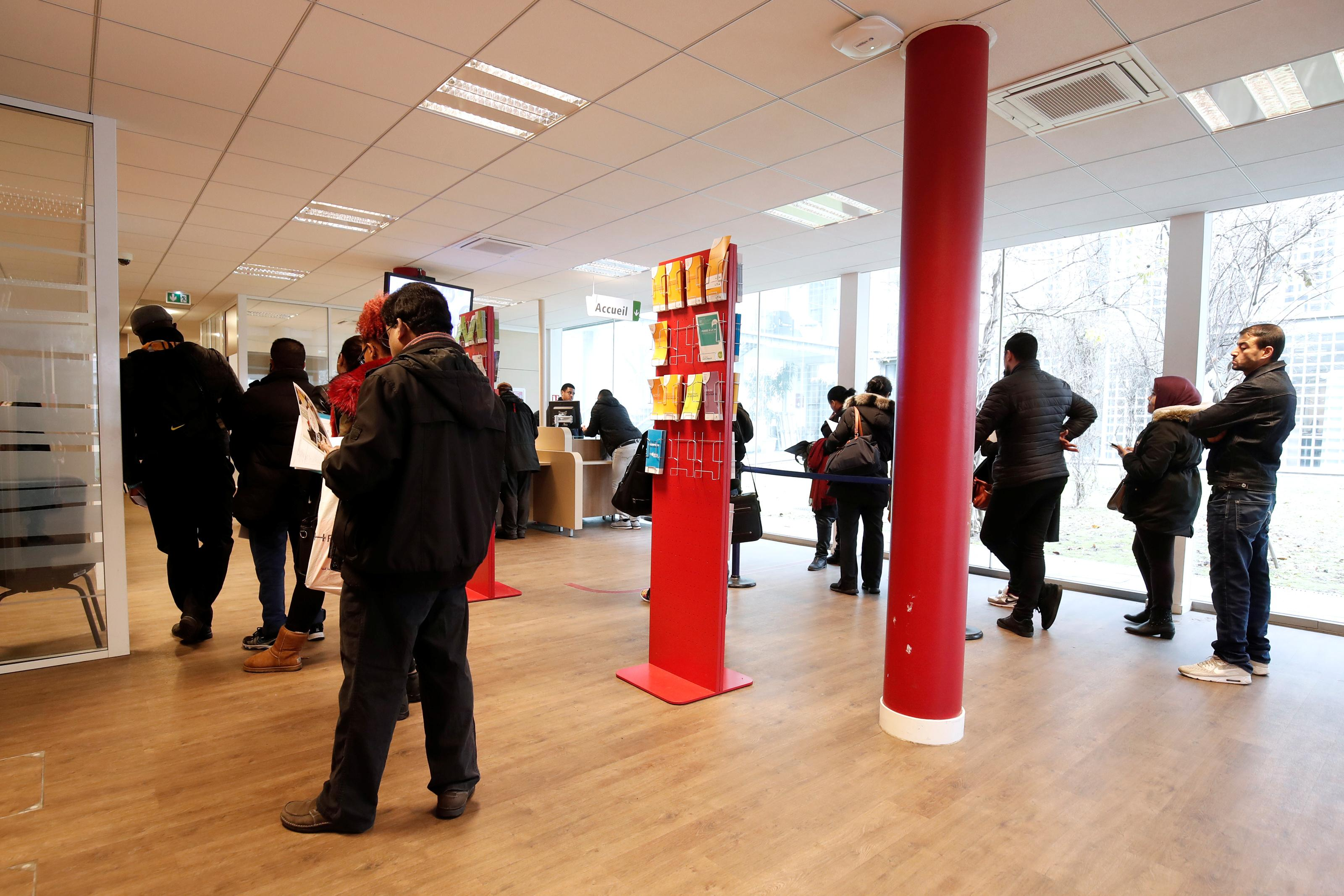 France's fourth-quarter jobless total falls 1.7 percent from third...