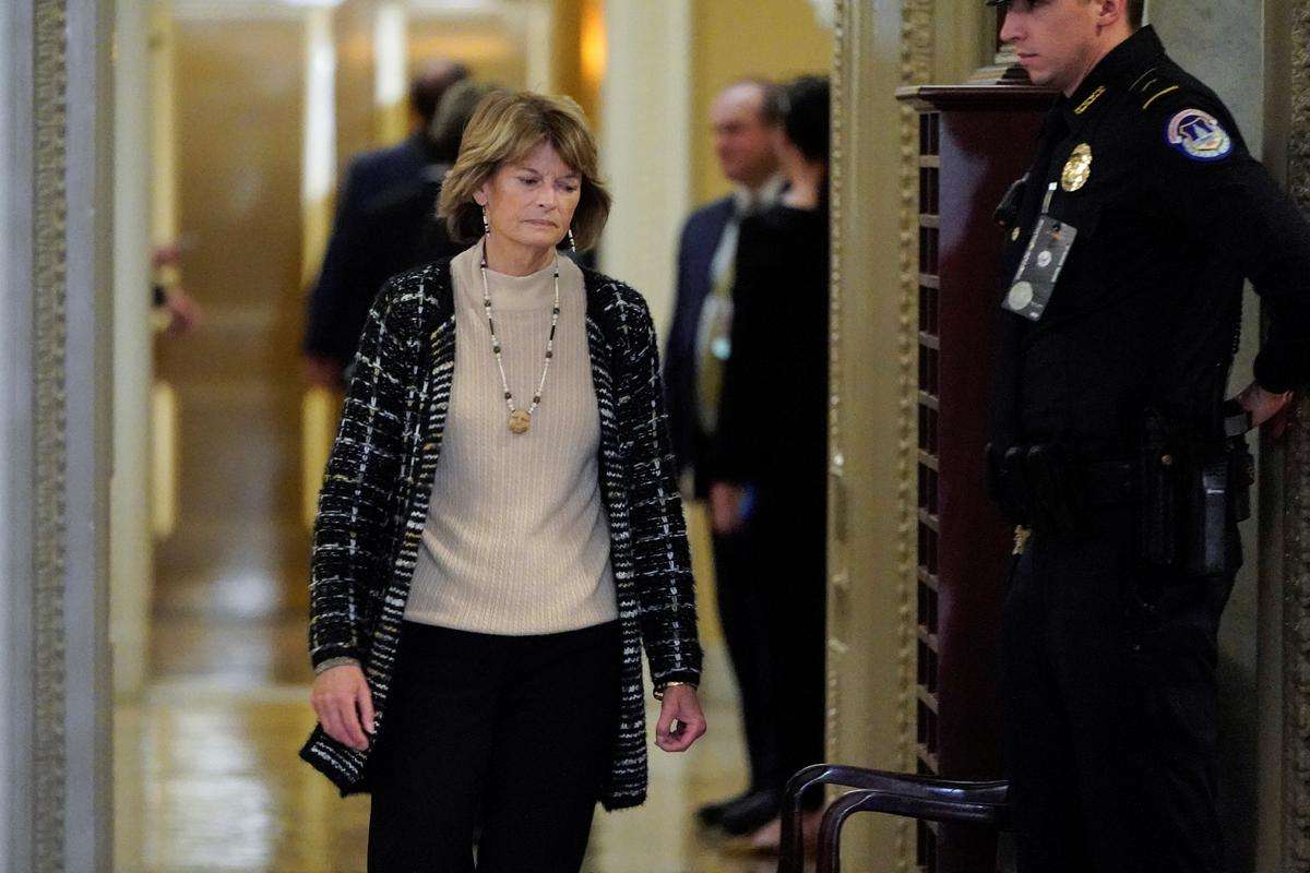 Factbox: Key U.S. senators in battle over Trump impeachment trial testimony image