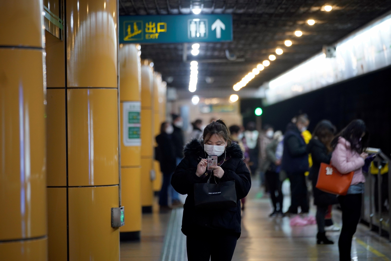 China sure of slaying 'devil' virus, Hong Kong to cut links