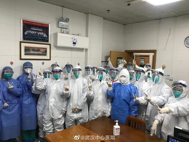 Personal médico del Hospital Central de Wuhan, en Wuhan, China.  EL HOSPITAL CENTRAL DE WUHAN A TRAVÉS DE WEIBO / vía REUTERS
