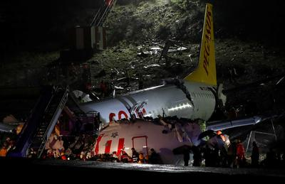 Plane crashes after landing in Istanbul
