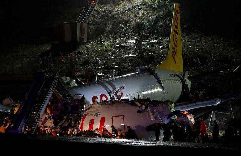 Plane crashes after landing in Istanbul | Reuters.com