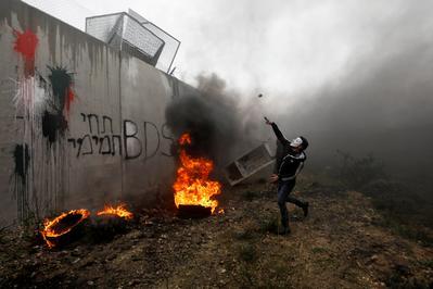 Palestinians protest Trump's peace plan