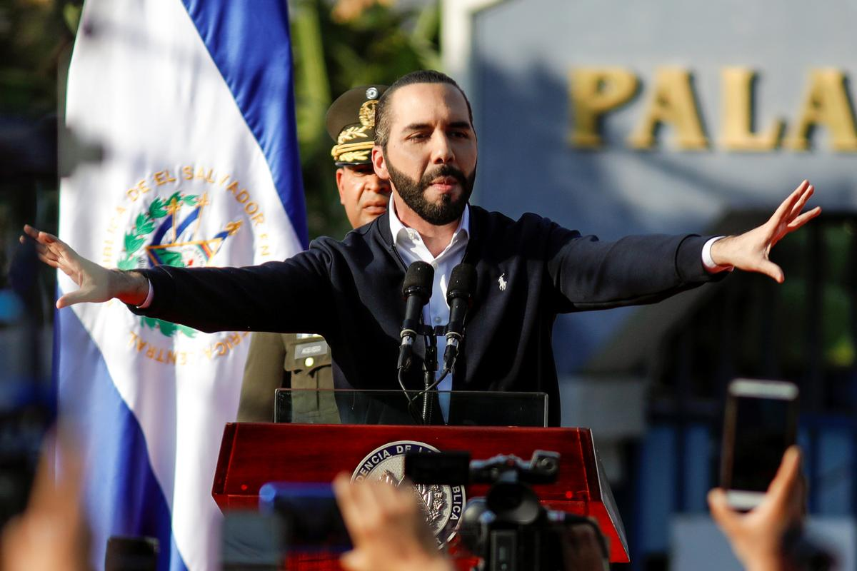 Backed by soldiers, El Salvador's president briefly occupies Congress