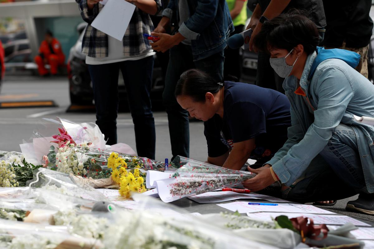 Mourners leave flowers at Thai shopping mall after mass shooting