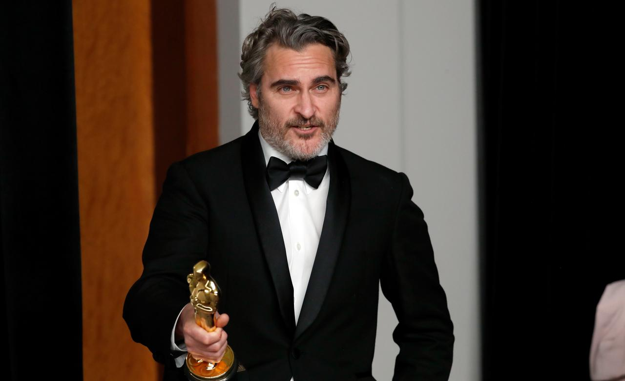 Joaquin Phoenix raih penghargaan Academy Awards untuk peran di film Joker (Foto: Reuters)